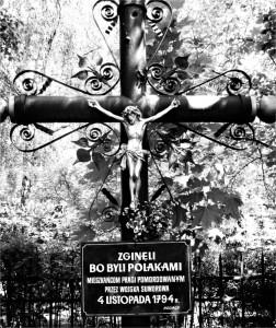 Ulica Jagiellońska. Krzyż upamiętniający ofiary rzezi Pragi.