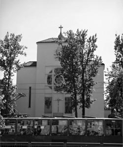Grochowska 365. Konkatedra Matki Boskiej Zwycięskiej w Warszawie, popularny kościół na Kamionku, którego fundatorem był między innymi Stefan Twardowski