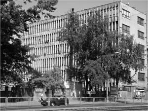 """Grochowska 306-310. Budynek Wytwórni Sprzętu Komunikacyjnego """"PZL Warszawa II"""", która po wojnie przyjęła znacjonalizowaną fabrykę Braci Borkowskich."""