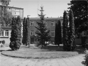 Grochowska 339. Ośrodek zdrowia, a przed wojną Miejska Stacja Higieny Zapobiegawczej, dobrze znana pracownikom pobliskich Zakładów Mechanicznych