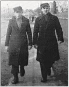 Od lewejŁ Leszek Łazarkiewicz (tokarz) i Ryszard Laskowski (ślusarz).